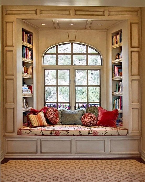 Great victorian window reading nook #readingnook #nook #readingcorner #decoratingideas #homedecor #cozynook #decorhomeideas