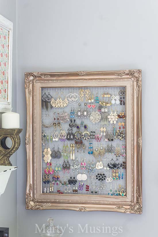 DIY Framed Jewelry and Earring Organizer created from old picture frame #diyproject #diy #makeover #homedecor #decorationideas #pictures #frames #vintage #decorhomeideas