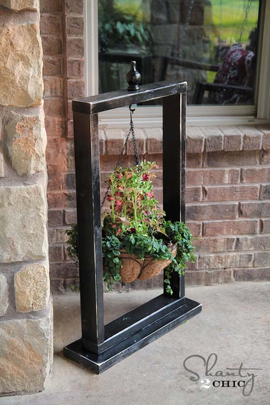 Create hanging basket stand for flowers from old picture frame #diyproject #diy #makeover #homedecor #decorationideas #pictures #frames #vintage #decorhomeideas