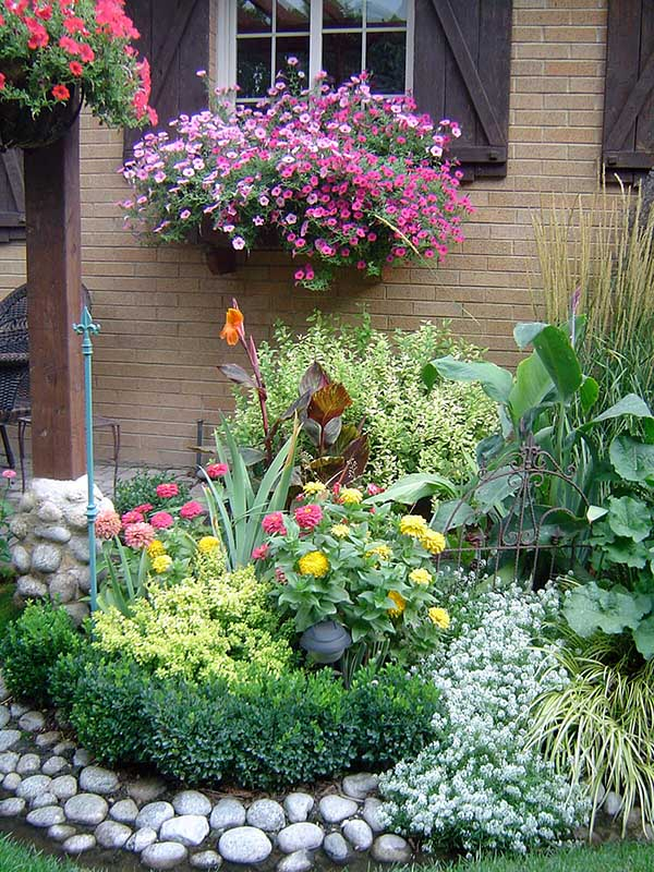 River rock flower bed idea #flowerbed #gardens #decorhomeideas