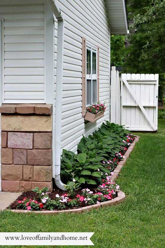 Side Yard Flower Bed for Small Spaces #flowerbed #gardens #decorhomeideas