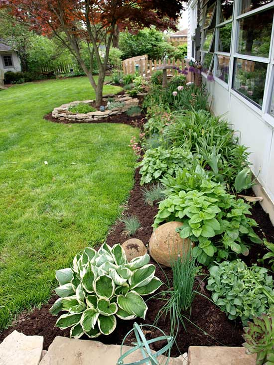Side Yard Plant Flower and Herb Garden #flowerbed #gardens #decorhomeideas