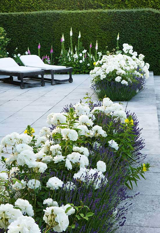 Tile Deck with Built In Flower Beds #flowerbed #gardens #decorhomeideas