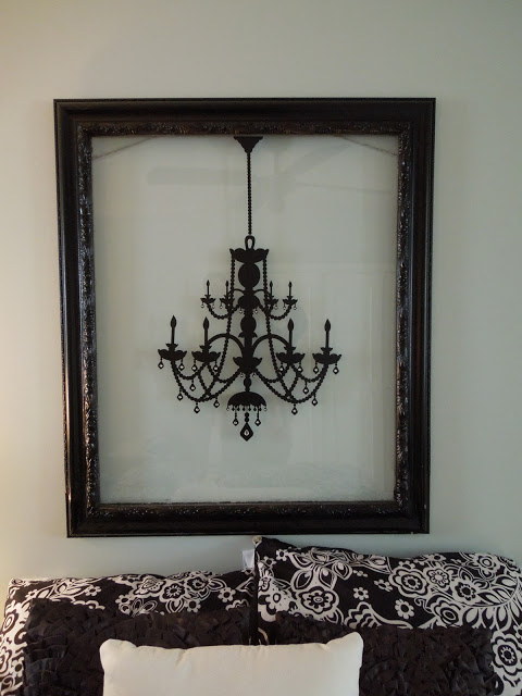 Old picture frame with chandelier decal #diyproject #diy #makeover #homedecor #decorationideas #pictures #frames #vintage #decorhomeideas