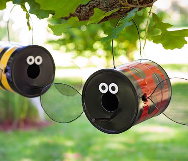 Ladybug and Bee Tin Can Bird Feeders DIY #diy #gardens #recycled #gardening #gardenideas #gardeningtips #decorhomeideas