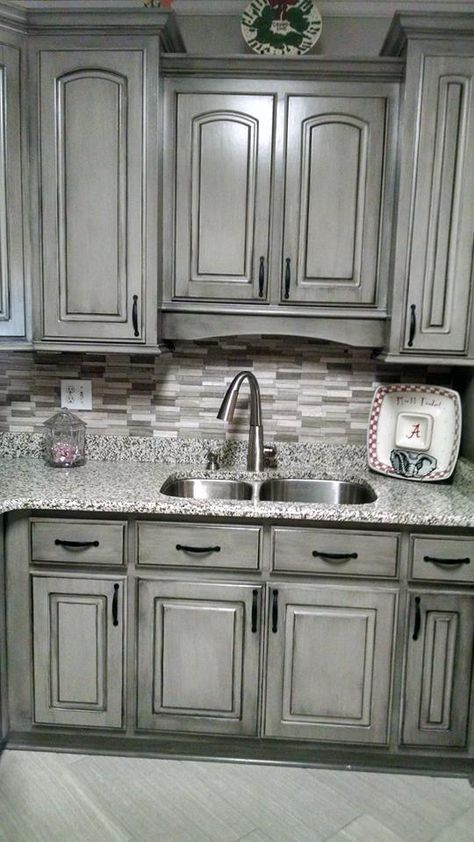 Glazed Gray Kitchen cabinets #kitchen #graycabinets #graypaint #graykitchencabinets #homedecor #decoratingideas #decorhomeideas