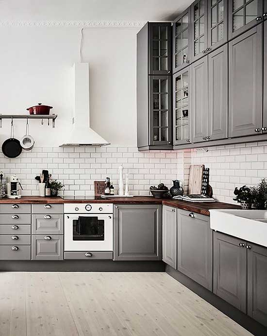 L-shaped gray kitchen #kitchen #graycabinets #graypaint #graykitchencabinets #homedecor #decoratingideas #decorhomeideas