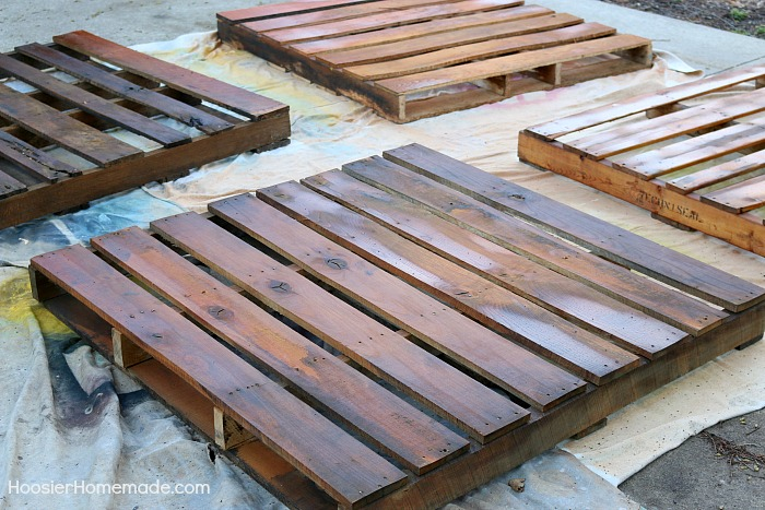Wooden pallet raw materials needed for compost bin #diy #compost #wooden #gardeningtips #backyard #decorhomeideas