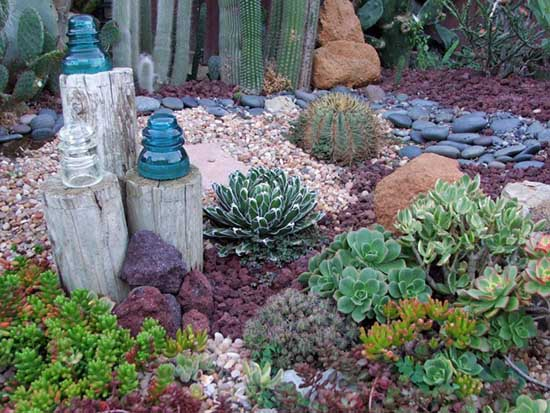 Succulent Garden Ideas with candle decoration. #succulent #succulentlove #gardens #gardening #gardenideas #gardeningtips #succulents #decorhomeideas