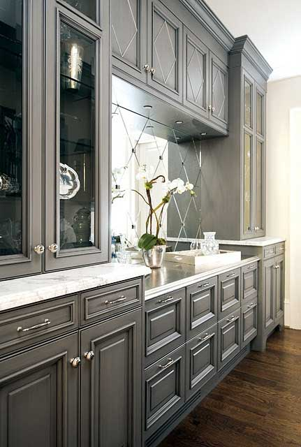 Traditional cabinets with big mirror backsplash #kitchen #graycabinets #graypaint #graykitchencabinets #homedecor #decoratingideas #decorhomeideas