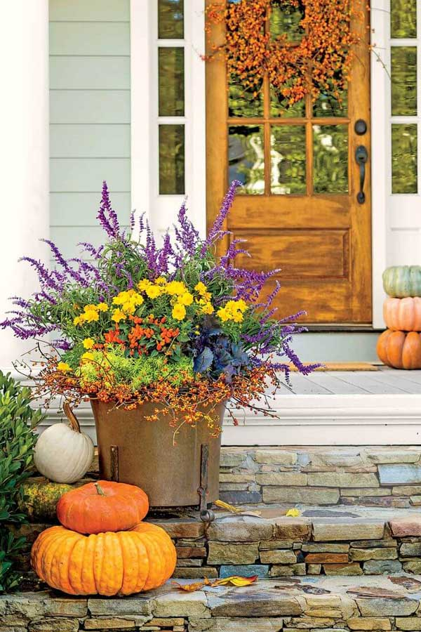 Copper bucket fall front door flower pot ideas #flowerpot #planter #gardens #gardenideas #gardeningtips #decorhomeideas