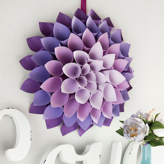 Diy dahlia paper wreath #diy #paper #wreath #dahlia #teen #bedroom