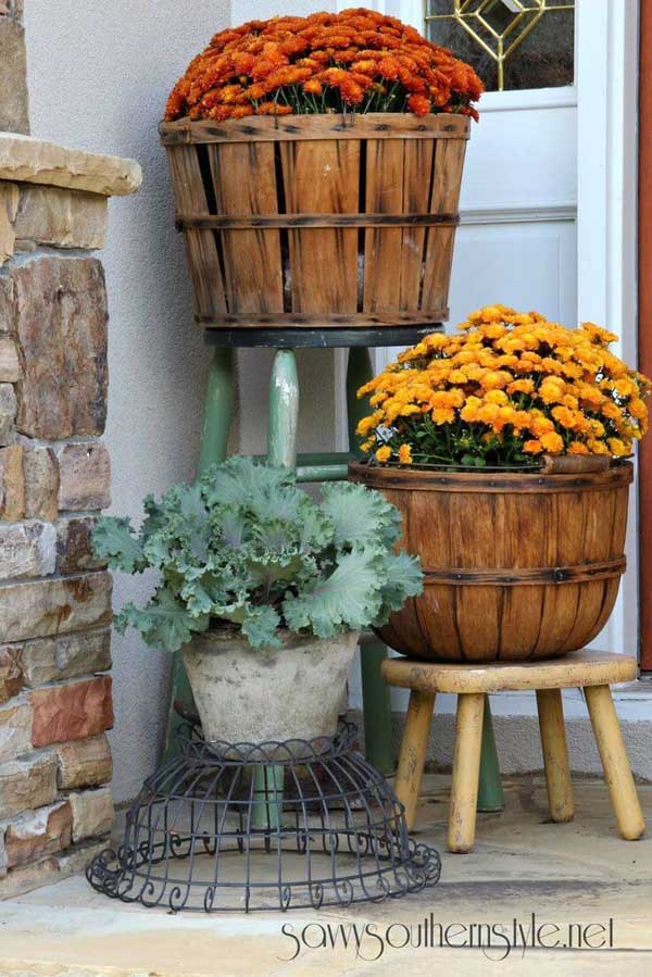 Fruit baskets used as a flower pots #flowerpot #planter #gardens #gardenideas #gardeningtips #decorhomeideas