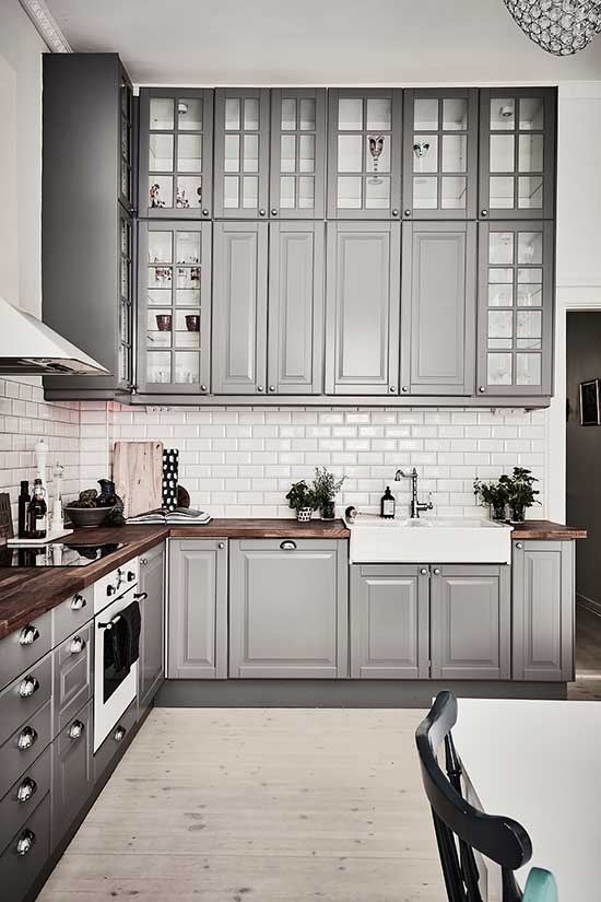 IKEA gray kitchen with traditional cabinets and glass doors #kitchen #graycabinets #graypaint #graykitchencabinets #homedecor #decoratingideas #decorhomeideas