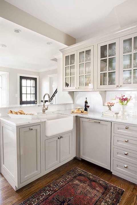 Light gray cabinets and apron sink design #kitchen #graycabinets #graypaint #graykitchencabinets #homedecor #decoratingideas #decorhomeideas