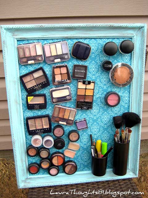 Make-up DIY magnet frame for teen girl bedroom #makeup #storage #organization #teen #girl #bedroom