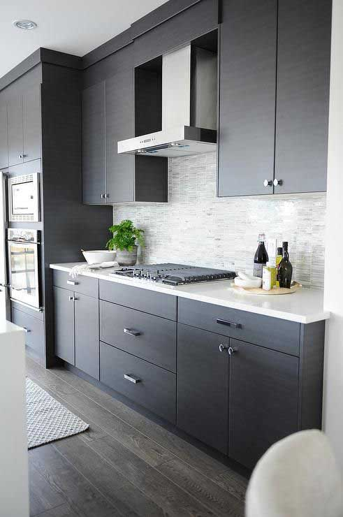 Modern dark gray kitchen #kitchen #graycabinets #graypaint #graykitchencabinets #homedecor #decoratingideas #decorhomeideas