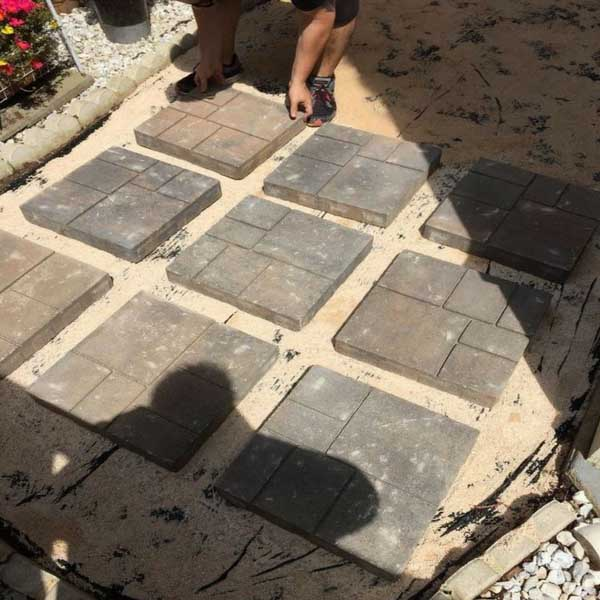 Backyard makeover with concrete pavers #diy #backyard #garden #makeover #decorhomeideas