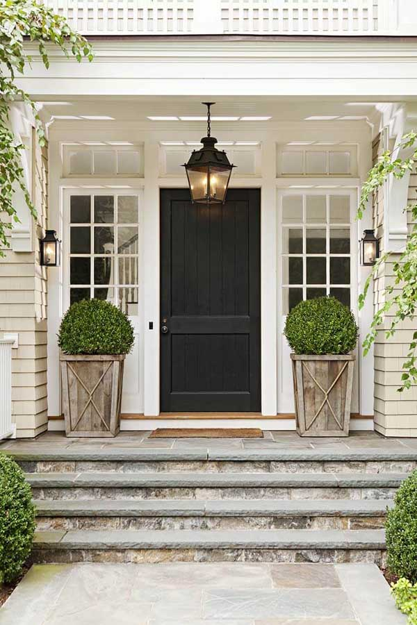 Front door rustic and farmhouse porch flower pot ideas #flowerpot #planter #gardens #gardenideas #gardeningtips #decorhomeideas