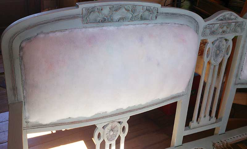 Sofa back tufted renovation. #makeover #diy #sofa #furniture #sofaideas #old #decorhomeideas