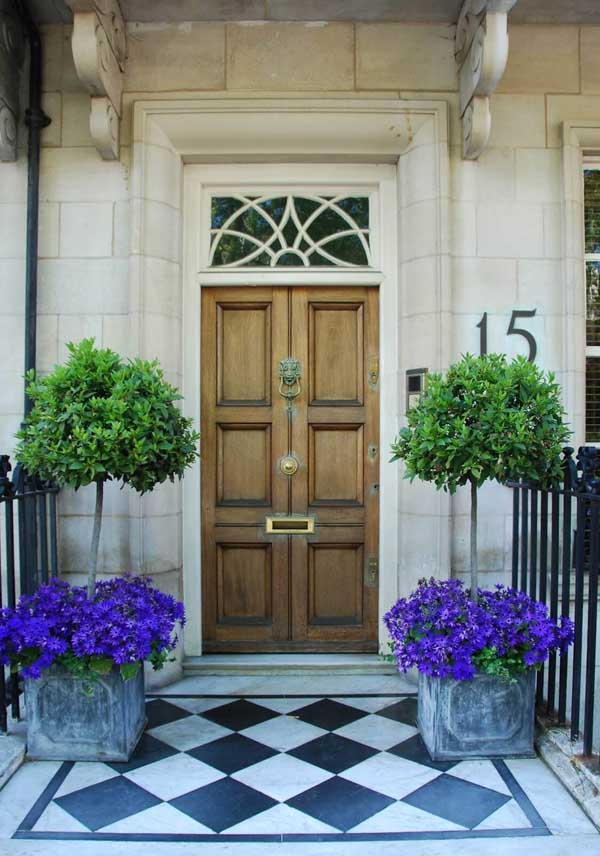 Flower pot idea from metal box for front door #flowerpot #planter #gardens #gardenideas #gardeningtips #decorhomeideas