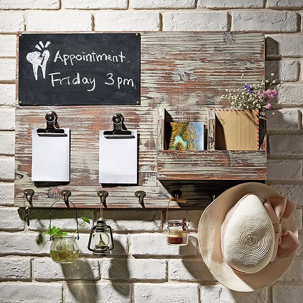 Wall mount chalkboard memo clips farmhouse decor #farmhouse #farmhousedecor #storage #organization #farmhousestorage #decorhomeideas