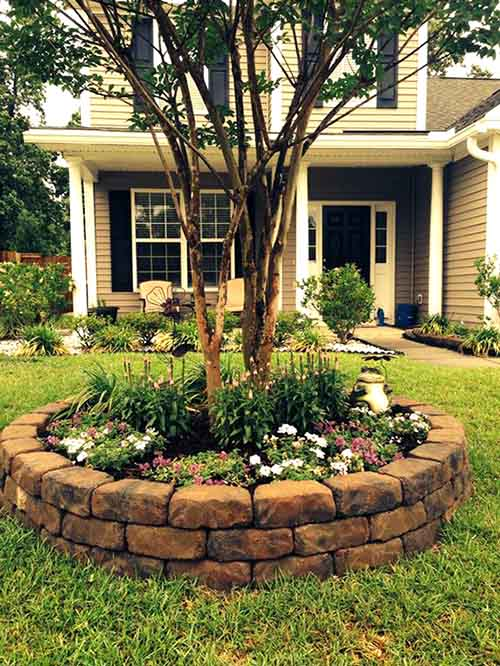 Brick built flower bed around tree #flowerbed #flowerpot #planter #gardens #gardenideas #gardeningtips #decorhomeideas