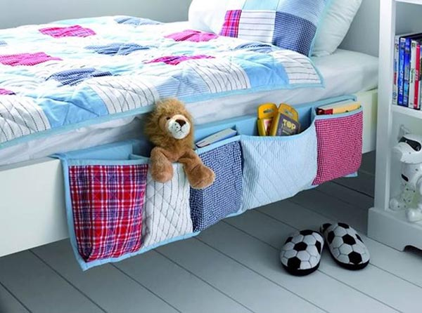 DIY Hanging bedside organizer for toys and books #toystorage #organizer #storage #decorhomeideas
