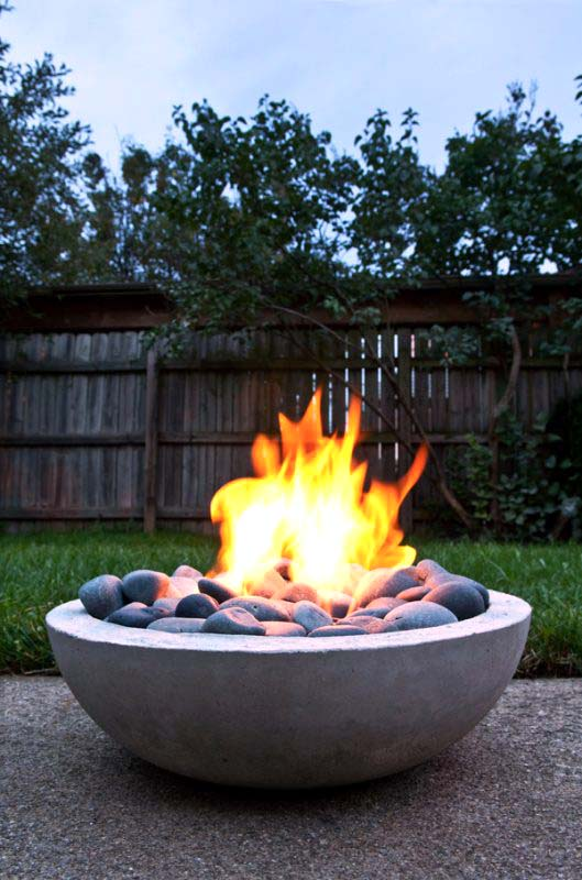 Modern Round Bowl Fire Pit With Black Pebbles #firepit #firepitideas #diy #garden #decorhomeideas