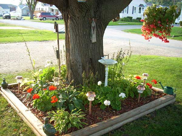 Rectangular flower bed around tree #flowerbed #flowerpot #planter #gardens #gardenideas #gardeningtips #decorhomeideas
