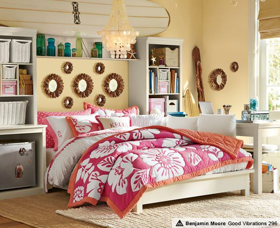 Warm colors painted teenage girl bedroom #teengirlbedroom #girlbedroom #teenbedroom #bedroom #homedecor #decorhomeideas
