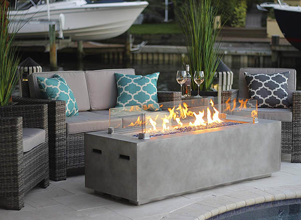 Concrete gas fire pit with glass guard #firepit #gasfirepit #propanefirepit #firepitdesign #decorhomeideas