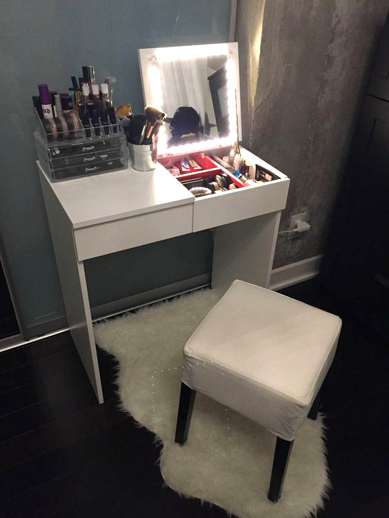 DIY vanity for small bedroom #vanity #bedroom #vanitybedroom #makeupvanity #homedecor #decorhomeiedeas