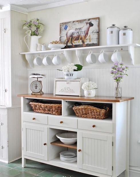 Farmhouse kitchen decor ideas in white #farmhousekitchen #farmhouse #farmhousedecor #kitchen #homedecor #decorhomeideas