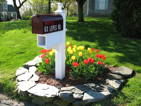 Stone flower bed ideas around mailbox #flowerbed #mailbox #garden #curbappeal #flowers #decorhomeideas