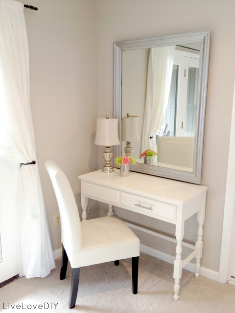 Small Bedroom Vanity: 15 Super Cool Vanity Ideas For Small Bedrooms