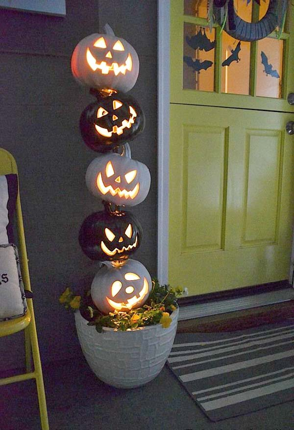 Carved Pumpkins Statement Halloween front porch decoration #halloweendecorations #halloween #diyhalloween #halloweendecor #decorhomeideas