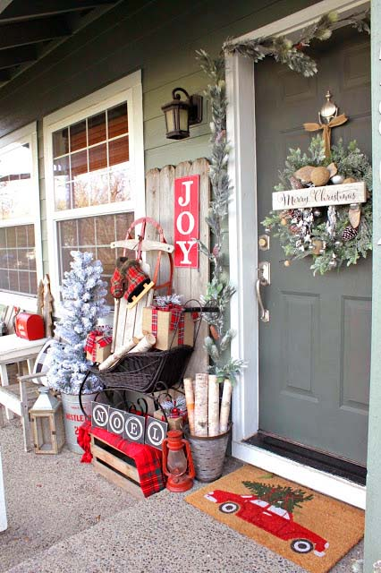 Charming front porch Christmas decoration #Christmasdecoration #Christmas #frontporch #porch #decoration #decorhomeideas