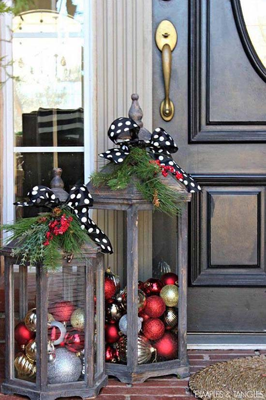 Christmas front porch decor with lanterns #Christmasdecoration #Christmas #frontporch #porch #decoration #decorhomeideas