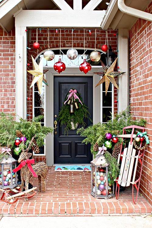 Christmas front porch decoration #Christmasdecoration #Christmas #frontporch #porch #decoration #decorhomeideas