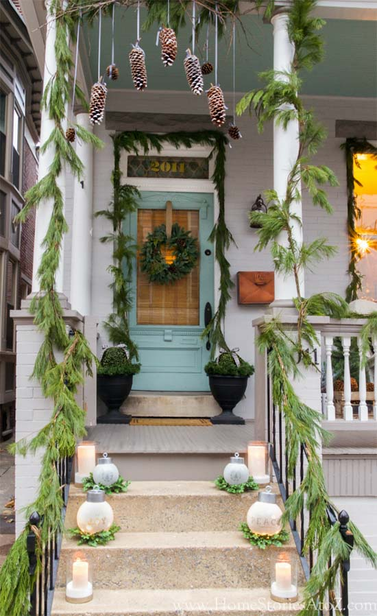 Christmas porch decorating idea #Christmasdecoration #Christmas #frontporch #porch #decoration #decorhomeideas