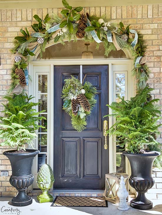 Christmas super pine cones Front porch #Christmasdecoration #Christmas #frontporch #porch #decoration #decorhomeideas