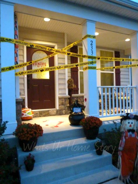 Crime scene Halloween front porch decoration #halloweendecorations #halloween #diyhalloween #halloweendecor #decorhomeideas