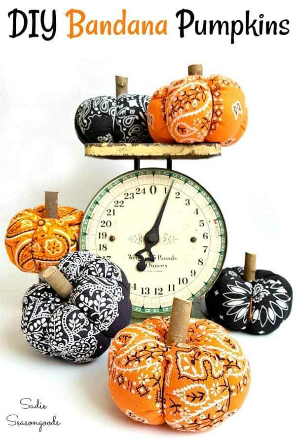 DIY Bandana Pumpkins #craft #fall #falldecor #falldecorideas #decorhomeideas