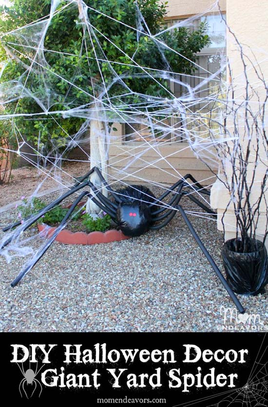DIY Halloween Decor Giant Spider in Spiderweb #halloweendecorations #halloween #diyhalloween #halloweendecor #decorhomeideas