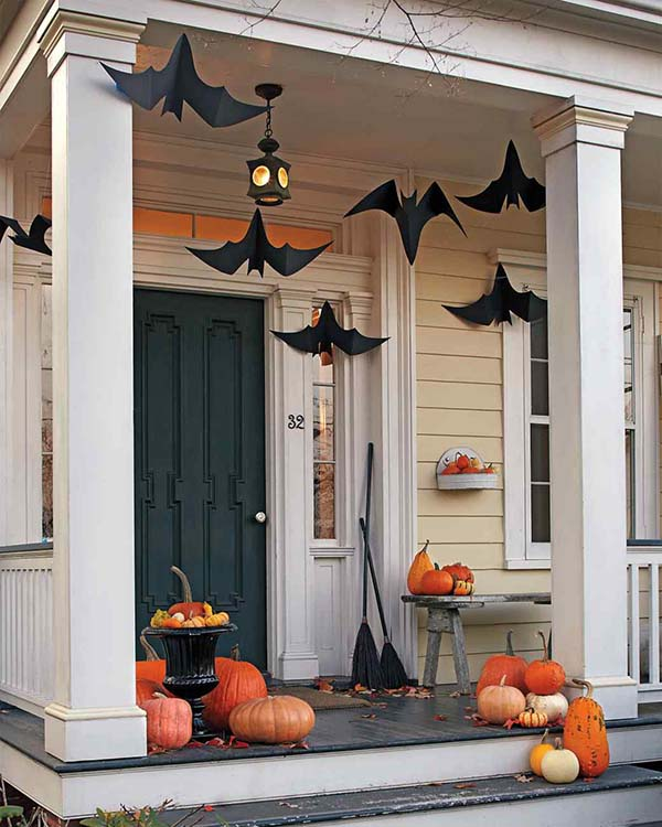 DIY Hanging Bats front porch #halloweendecorations #halloween #diyhalloween #halloweendecor #decorhomeideas