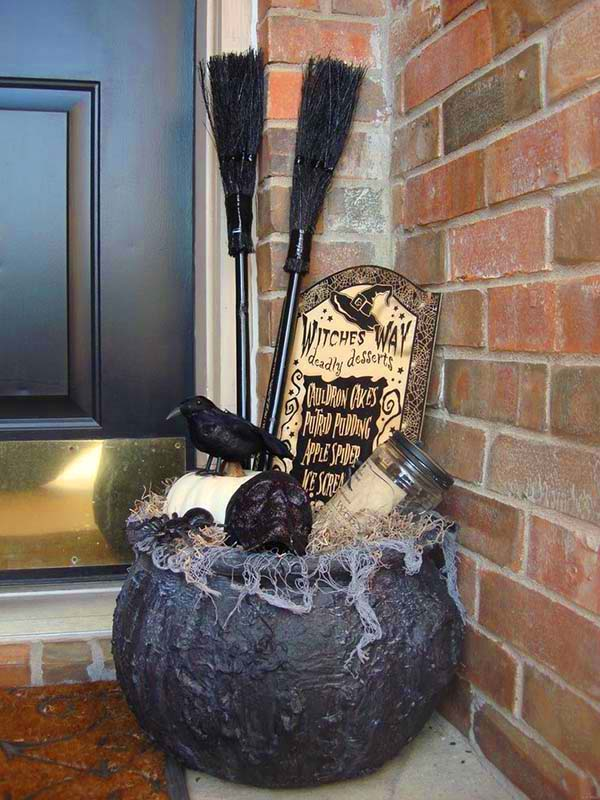 DIY Outdoor Halloween Decorations Front Porch #halloweendecorations #halloween #diyhalloween #halloweendecor #decorhomeideas