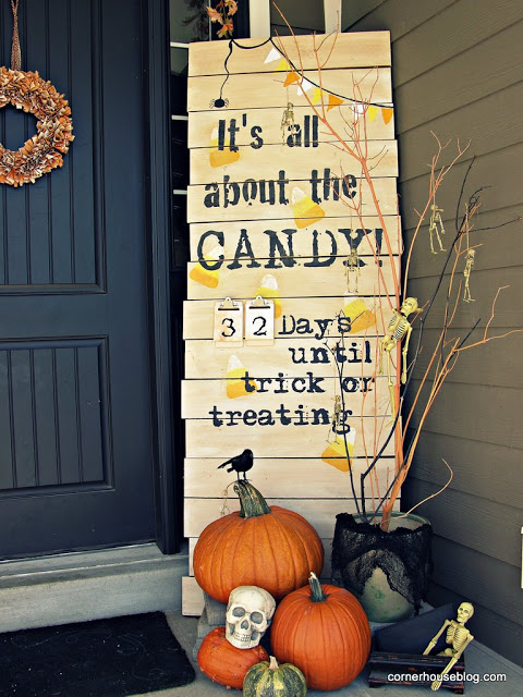 DIY Outdoor Halloween Decorations Sign #halloweendecorations #halloween #diyhalloween #halloweendecor #decorhomeideas