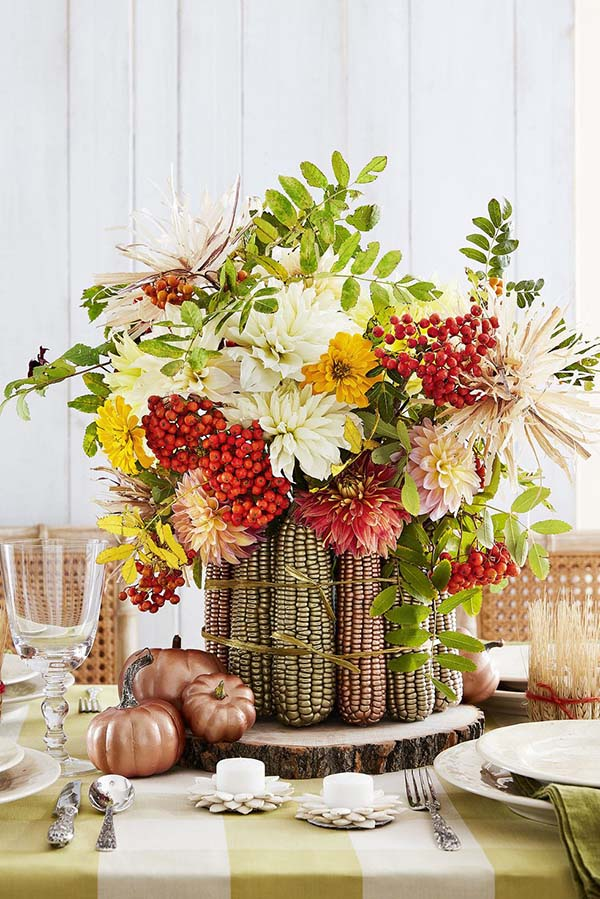 DIY autumn centerpieces metallic maize #fallcenterpiece #falldecor #diy #falldecoration #thanksgiving #decorhomeideas