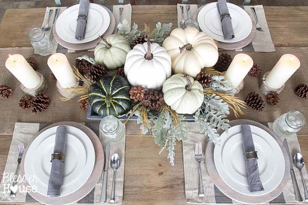 DIY fall centerpiece with pumpkins #fallcenterpiece #falldecor #diy #falldecoration #thanksgiving #decorhomeideas